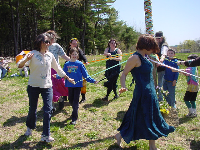 Maypole by Tim Pierce (CC BY 2.0)