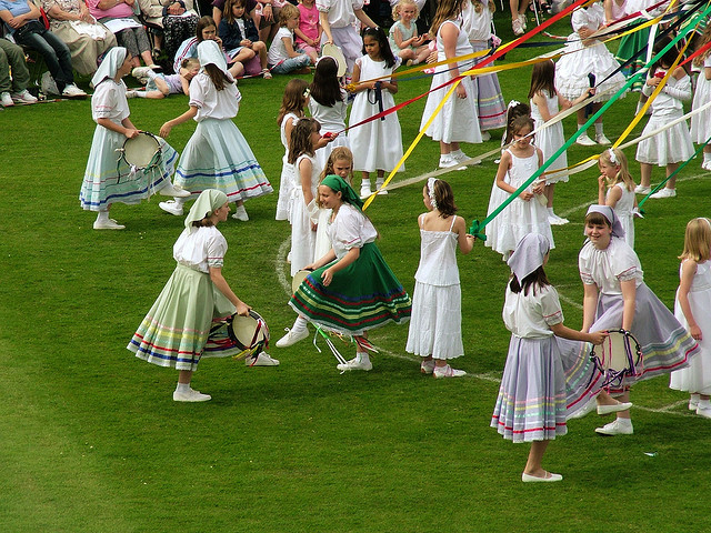 Bournville Maypole: Dance of the Gypsies by Pete Ashton (CC BY-NC 2.0)