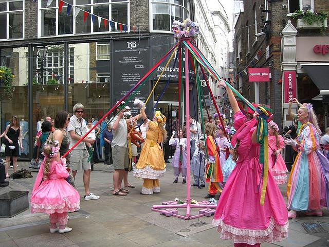 Maypole Dancing behind Oxford Street by Trixie Karinski (CC BY-NC-ND 2.0)