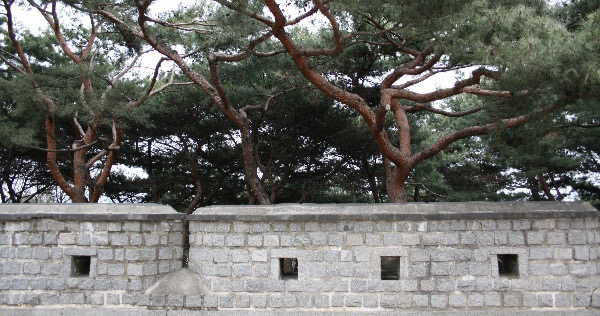 """Seonamgangnu, Hwaseong Fortress, Suwon"" ©2008 – Polly Peterson.  Used with permission."