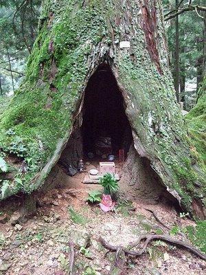 pagan-buddhist-japanese-shrine
