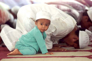 muslim_kids_praying