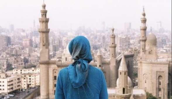 Women in hijab in front of a mosque in Cairo, photo from wikimedia commons.