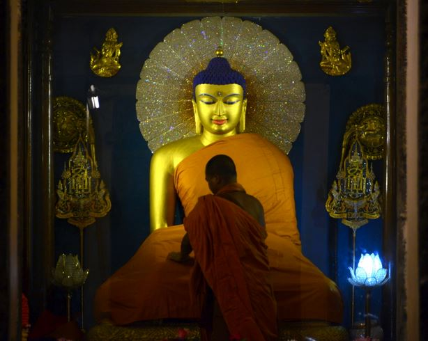 Redressing the Buddha inside the Mahabodhi stupa, Bodhgaya, India (photo by the author, 2014)