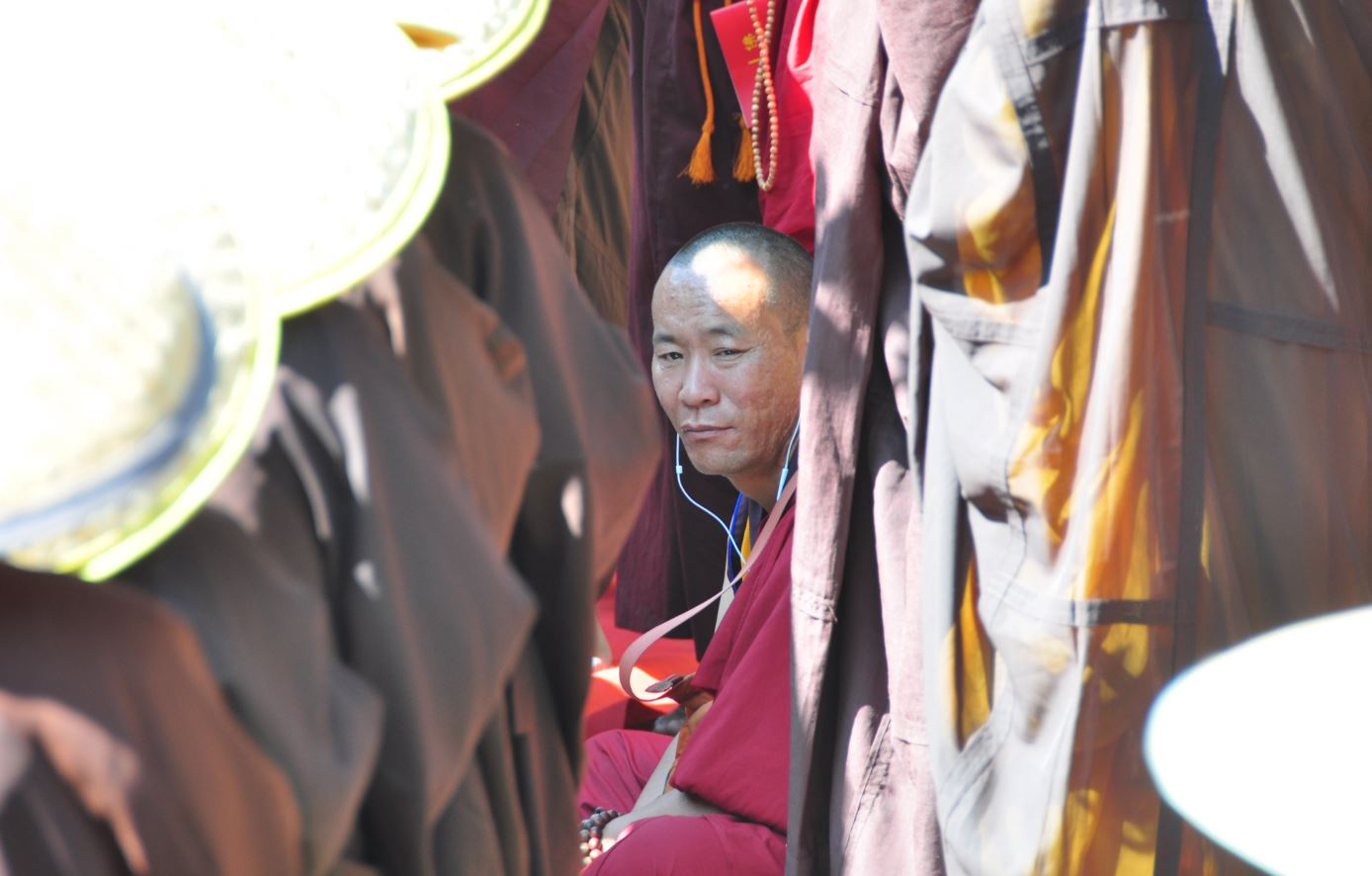 Tibetan monk in China with earphones (photo by author 2016)