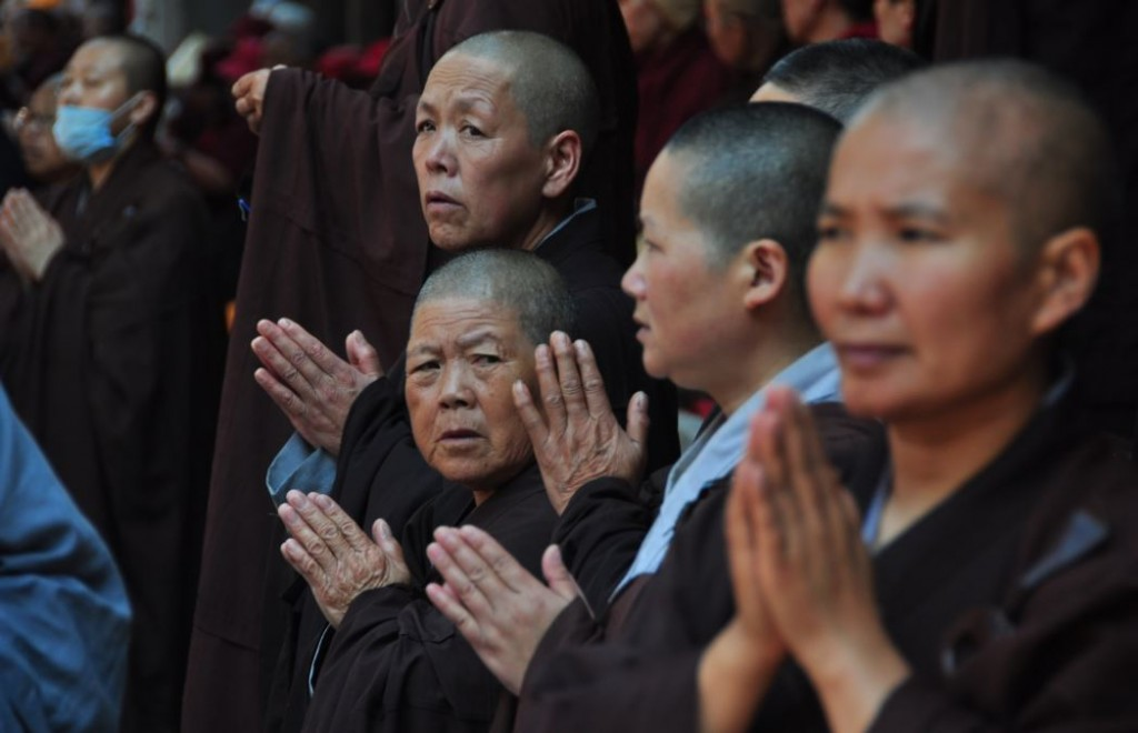 nuns in china praying