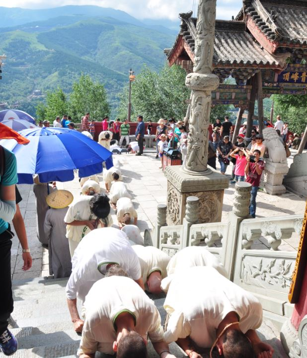 students prostrating up mountain at wutai shan
