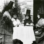 Welsh ladies taking tea.  Amgueddfa Cymru/National Museum of Wales