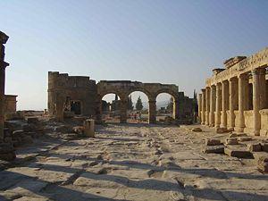 300px-Hierapolis_colonnade
