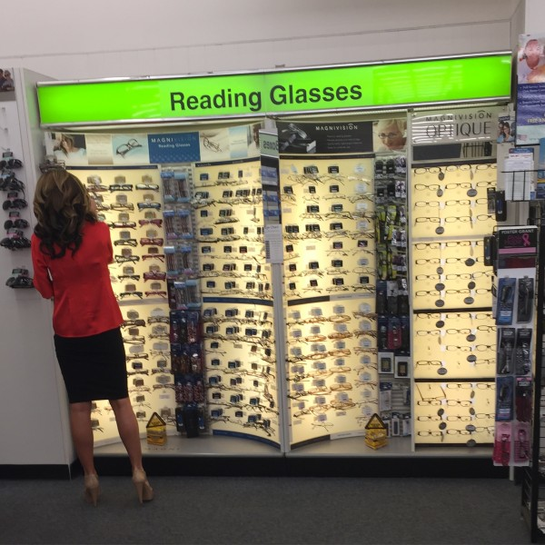 sarah palin spotted in california cvs buying reading glasses