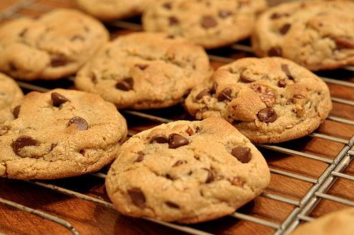 512px-Chocolate_Chip_Cookies_-_kimberlykv