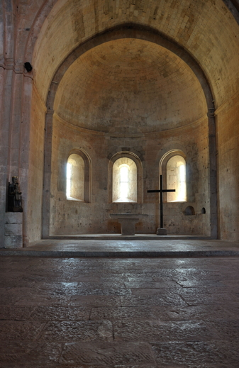 Church of L'abbaye du Thoronet. Photo by Luigi Whatsisname.
