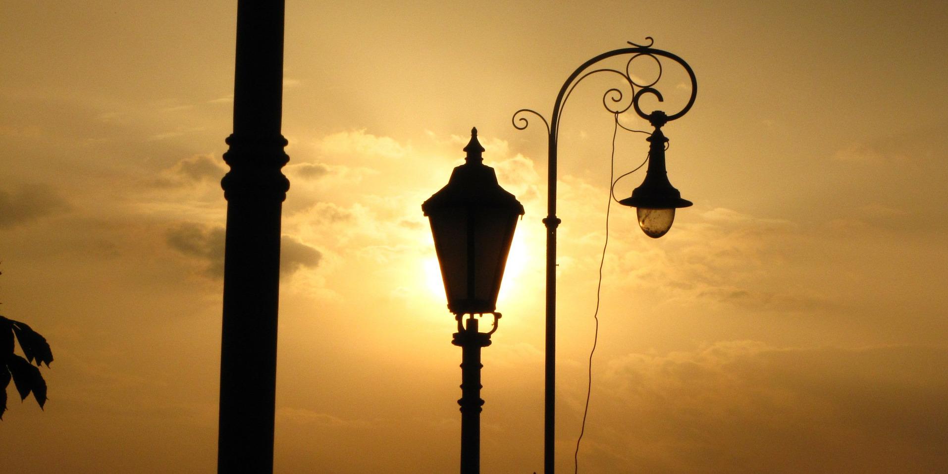 lamp-113591_1920