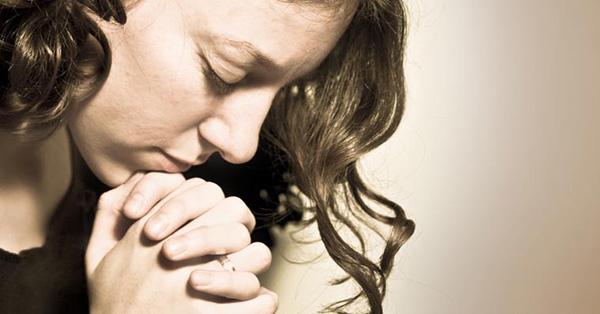 woman-pray-worship