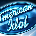 """Kelly Clarkson Makes """"American Idol"""" a Family Affair, Calls on Men to Be Devoted Dads"""