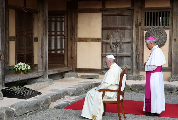 Author: Republic of Korea, Title: Pope Francis visits Solmoe Shrine on August 14; Source: Flickr, CC by SA 2.0)