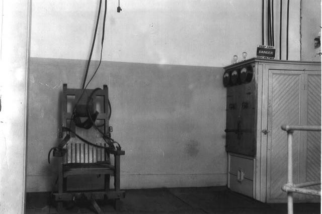 """(1926-48 """"Old Sparky"""" Electric Chair, 104 executions at the Tucker Unit in the state of Arkansas, USA; Wikimedia, PD)"""