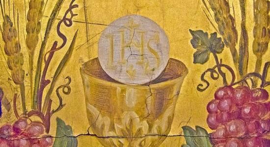 (Life macro detail in semiabandoned church in Ljubljana, 2011, Vid Gajšek; Wikimedia, Free Art License)