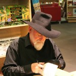 Terry Pratchett, signing books