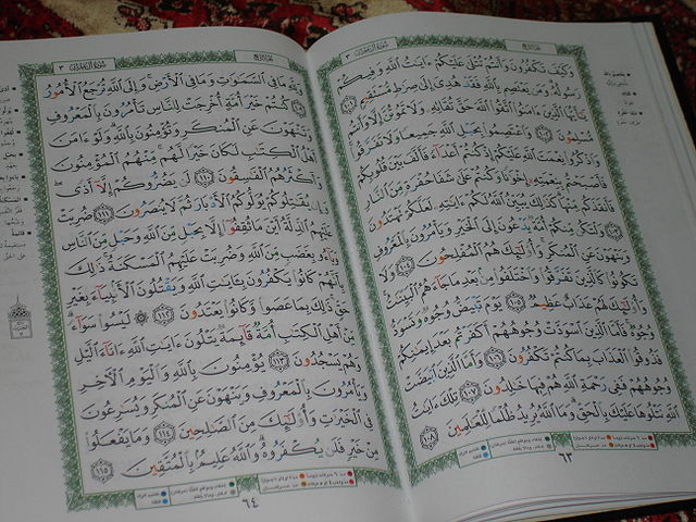 Arabic Qur'an, open (WIkimedia Commons)