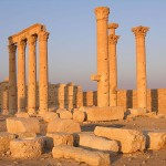 """""""Syria's Palmyra: Ghost town bearing scars of IS destruction"""""""