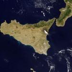 """Mount Etna: BBC crew caught up in volcano blast"""