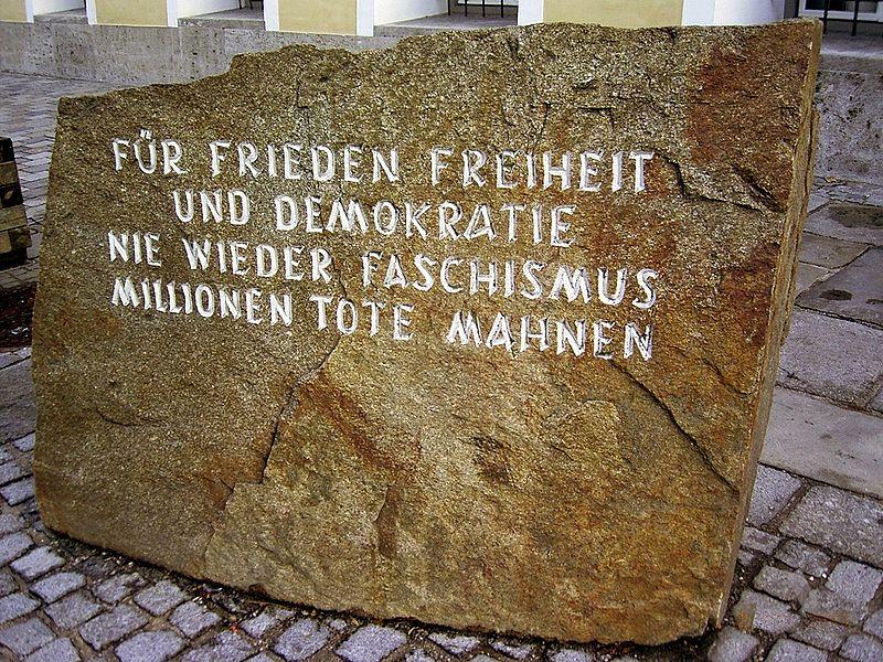 Gedenkstein in Braunau