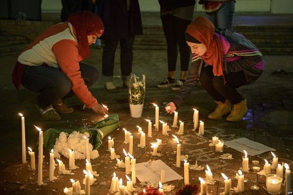 """2015 Chapel Hill shooting"" by Voice of America - Killings of US Muslim Students Attract Worldwide Grief, Outrage. Licensed under Public Domain via Wikimedia Commons"