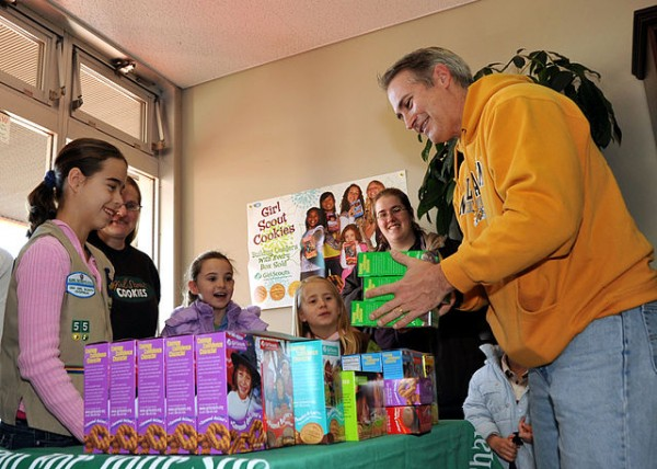 640px-US_Navy_100109-N-4031K-050_Capt._Eric_Gardner_buys_boxes_of_Girl_Scout_cookies_from_Girl_Scouts_at_the_commissary_at_Naval_Air_Facility_Atsugi