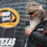 Duck Dynasty star leads NASCAR prayer, asks God to put a 'Jesus man' in the White House