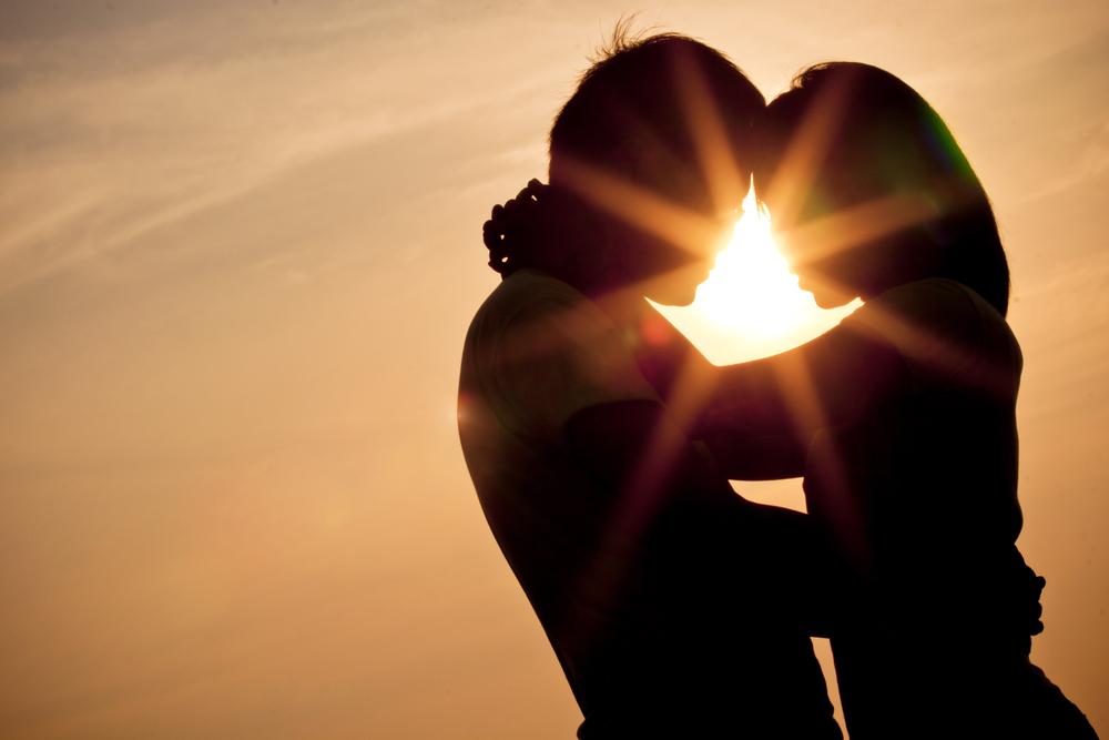 couple sunset silhoutte