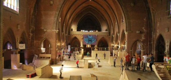 watch-the-dutch-skating-inside-a-church-skatehal-arnhem-video-80274_1
