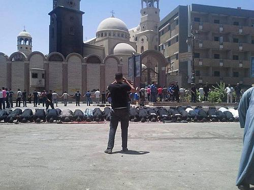 Muslims protecting church