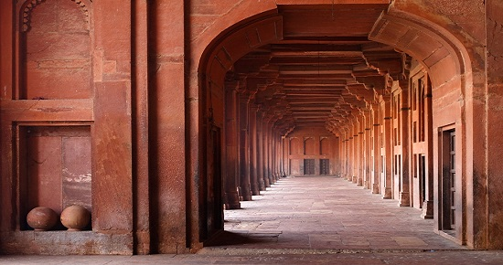 red archways in mosque 550x290