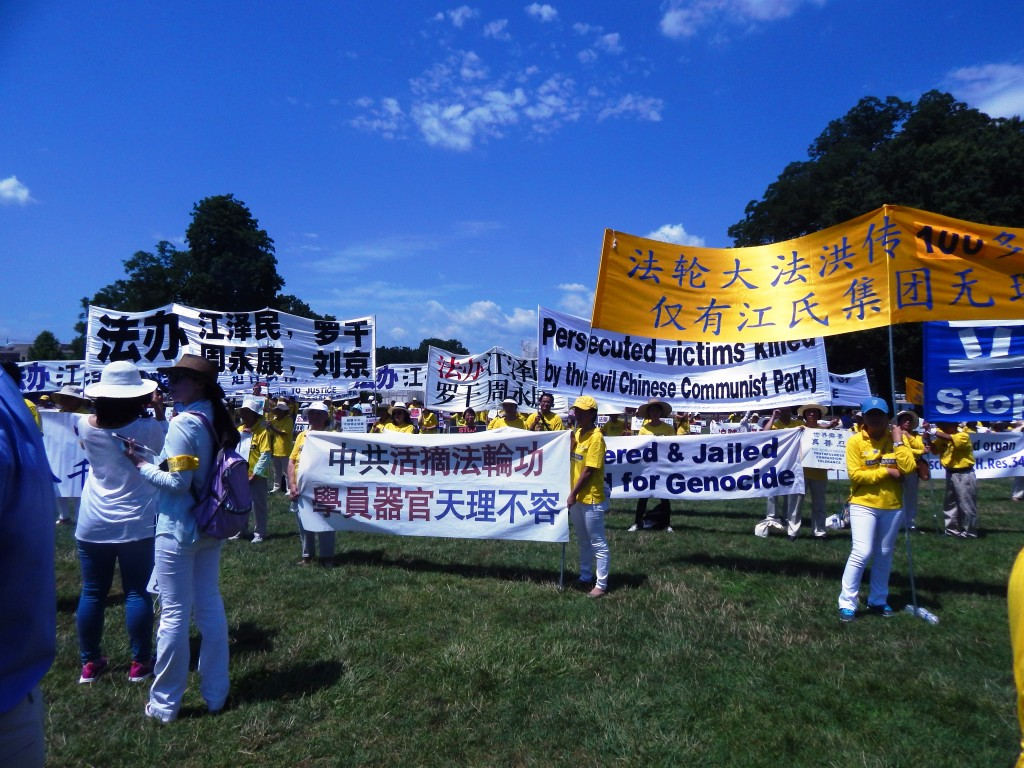 Falun Gong practitioners rally for freedom at the U.S. Capitol. (Photo: Jess Meyer, IRD)