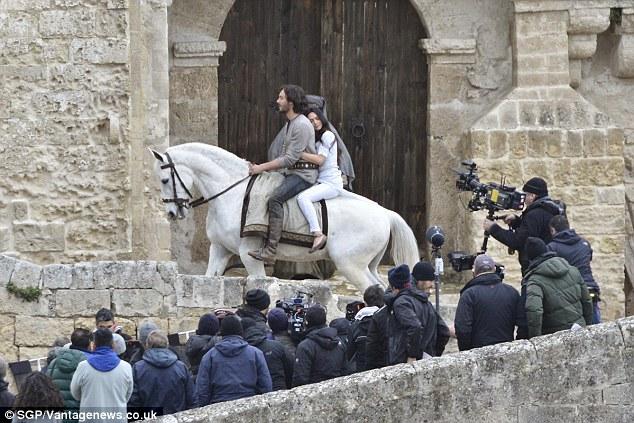 ben hur love scene judah meets esther Movie clips from ben-hur ben-hur // judah meets esther / love scene - miklós rózsa videos ω best movie scene - ben hur - death chariot race.