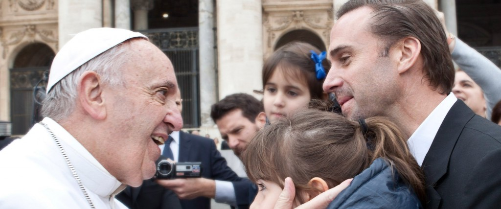 Watch: <i>Risen</i> star Joseph Fiennes meets the Pope in Rome