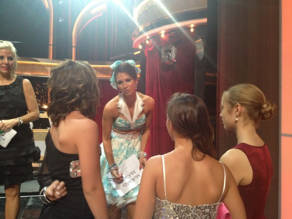 Former Bachelor star Melissa Rycroft was kind to the girls when they asked for her autograph.