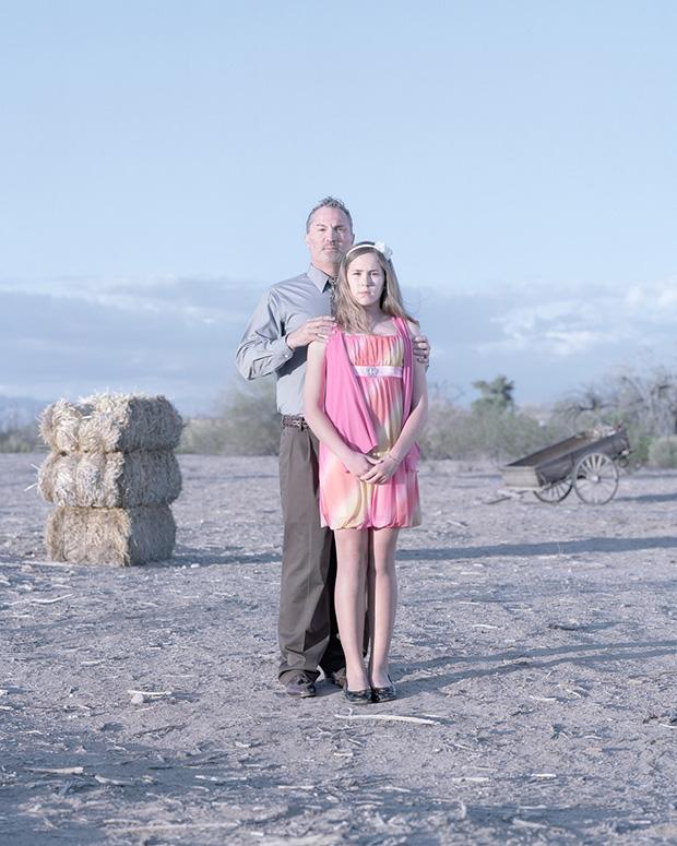 отец лишает дочку девственницу видео