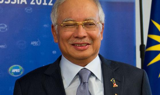 Secretary_Clinton_with_Malaysia_s_Prime_Minister_Najib_Razak__7960926646__-_Najib_Razak_-_Wikipedia__the_free_encyclopedia