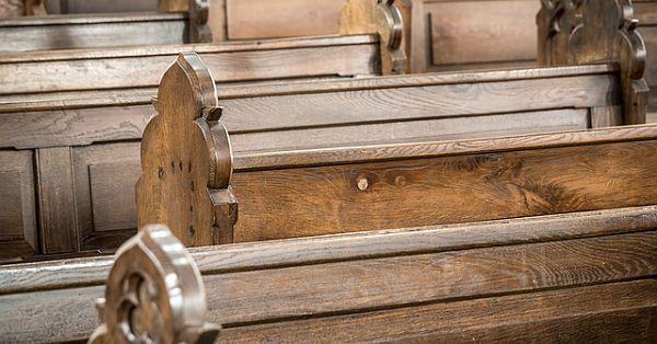 church-pews-1190412_640_opt