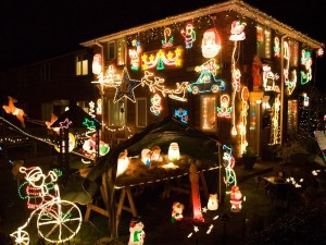 5770-a-house-with-christmas-lights-at-night-pv