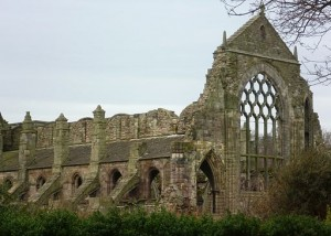 512px-Ruins_of_Holyrood_Abbey,_Edinburgh