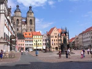 Stadtkirche_Wittenberg_Marktplatz_mit_Rathaus_11_C