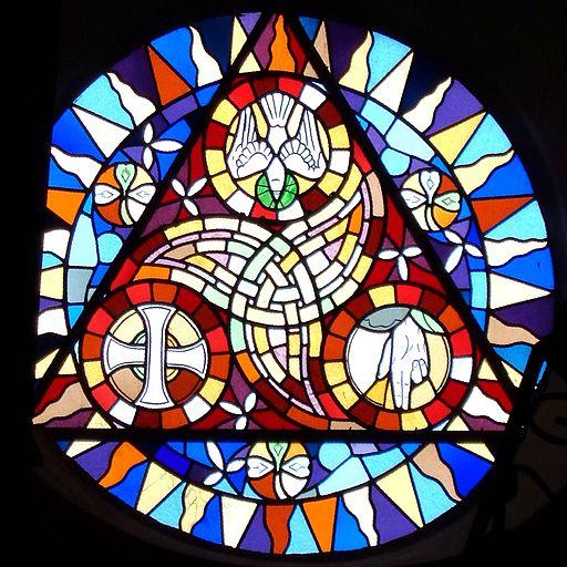 Eglise_Saint-Samson,_Bobital,_Côtes_d'armor,_France,_La_Trinité,_rosace,_facade_ouest,_5685