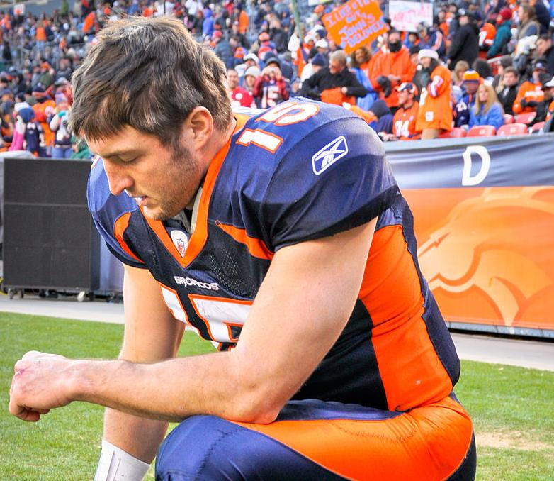 1024px-Tim_Tebow_Tebowing