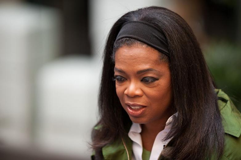 1024px-Oprah_Winfrey_in_Strøget,_Denmark_on_30_September_2009