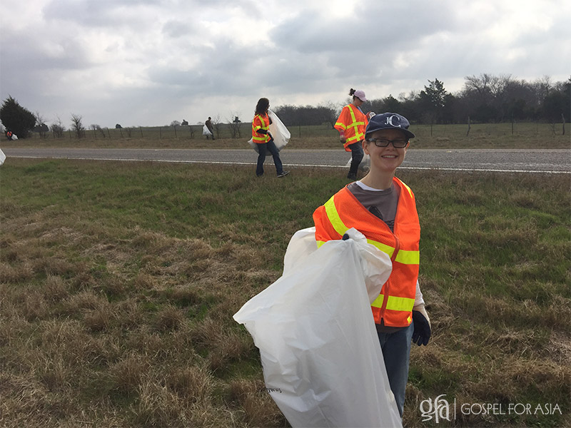 Highway cleanup - KP Yohannan - Gospel for Asia