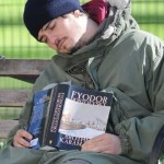 Orlando Bloom tried to read, but he was too sleepy.
