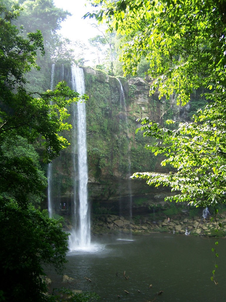 Misol Ha Waterfall (image by Cronoser, distributed through Creative Commons via Wikimedia Commons)